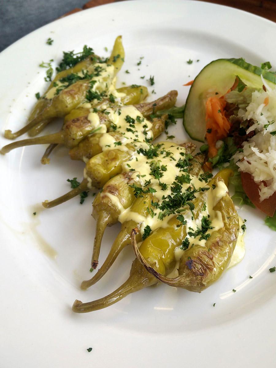 Grillpepperoni mit Knoblauchsauce
